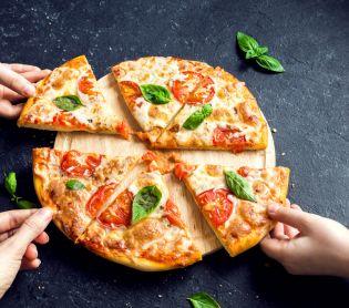 אוכל, מתכונים חלביים טעים להכיר: הדרך הכי קלה להכין פיצה ביתית