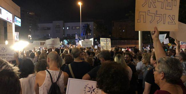 """פעילי שמאל הטרידו את היועמ""""ש בדרך לבית הכנסת"""