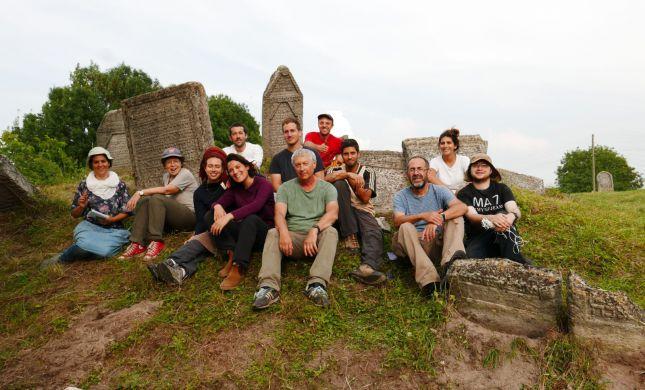 משלחת סטודנטים מהרצוג חשפה קברים עתיקים באוקראינה