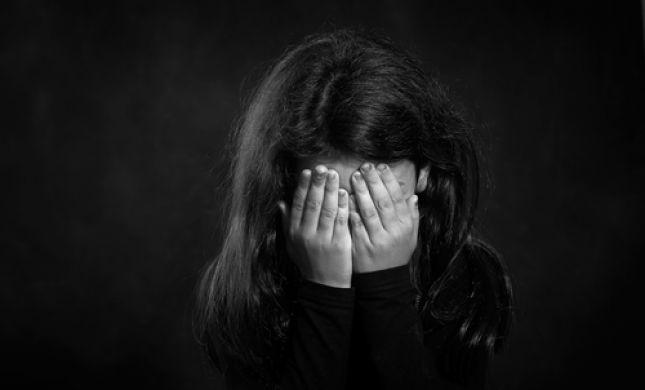 חשד להתעללות בלוד: בת 5 נמצאה קשורה במקלחת