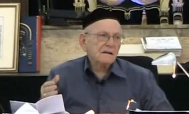 על יהודי אחד עם עגלת קניות בהלווית הרב 'החלבן'