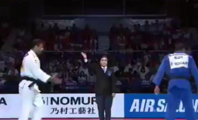 אלוף: מוקי ניגש ללחוץ את היד, המתחרה המצרי ברח