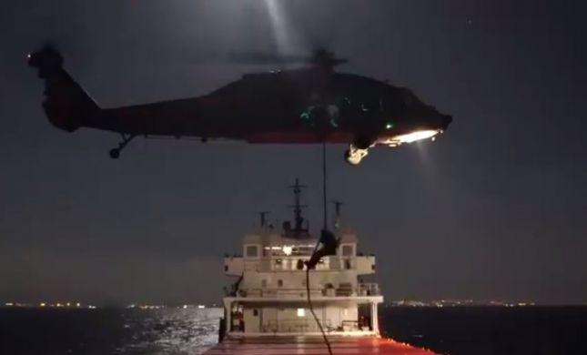 """צפו: שייטת 13 וצבא ארה""""ב משתלטים על ספינת אויב"""
