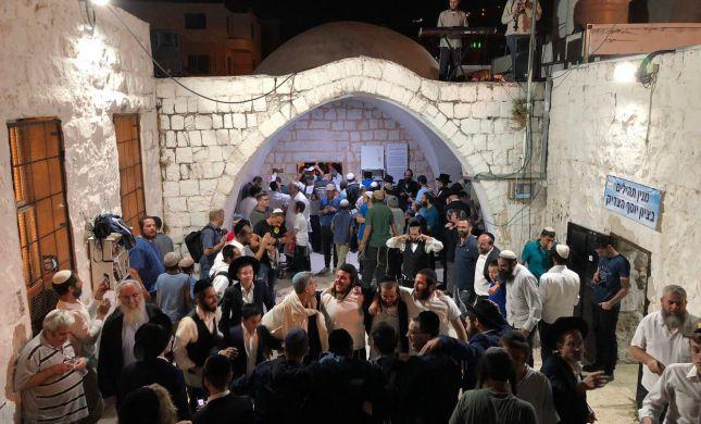 מטען ואבנים: כאלף איש התפללו הלילה בקבר יוסף
