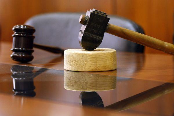 """עו""""ד על הפרשה: על אליעזר המוסר גרסאות שונות"""