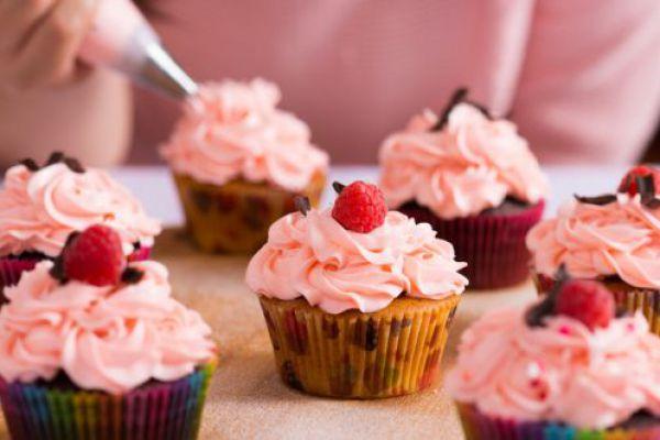 סיום מתוק: 5 קינוחים לשבת שתשמחו להכין עם הילדים