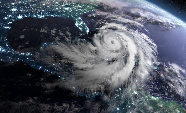 """דאגה בארה""""ב: הוריקן """"דוריאן"""" עלתה לדרגה 5"""