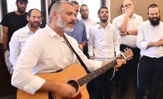 חשמל באוויר: אביתר בנאי עם גיטרה ודיבוק חברים • צפו: