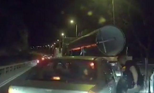 תיעוד דרמטי: פשיטה על רכב פלסטיני באמצע נסיעה