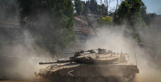 """צה""""ל תקף עמדות חמאס בתגובה לשיגורים אל ישראל"""