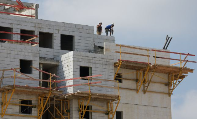 הרצליה: פועל בניין נפל מגובה 9 קומות ונהרג
