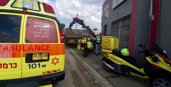 מפרץ חיפה: פועל כבן 50 נהרג מפגיעת מנוף