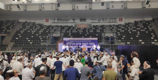 רוקדים על הפרקט: הקפות שניות בהיכל הספורט בחיפה