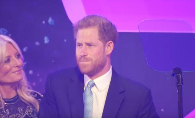 באמצע נאום: הנסיך הארי נחנק מדמעות. צפו