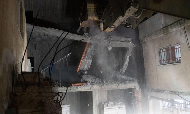 """צפו: נהרס ביתו של המחבל שרצח את לוחם צה""""ל"""