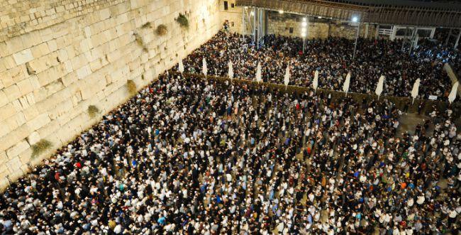 סליחות בכותל עם רבבות עמך ישראל לפני יום הדין
