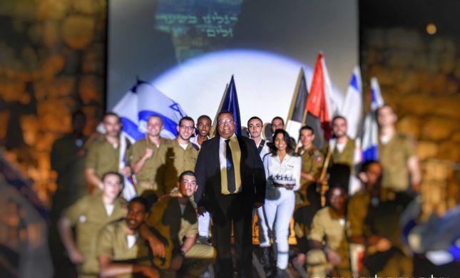 """מזל טוב: משה ליאון חגג יום הולדת עם חיילי צה""""ל"""
