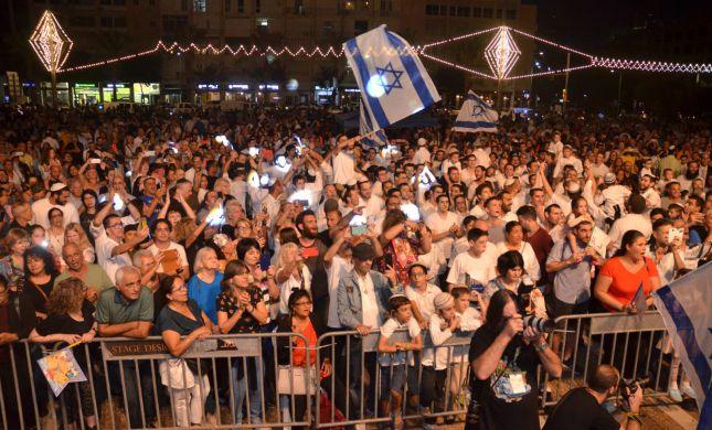 צפו: אלפים בהקפות שניות בכיכר רבין בתל אביב