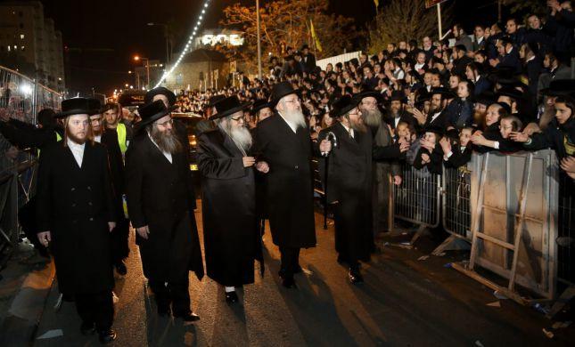 """צפו: אלפים קיבלו את האדמו""""ר האנטי ציוני בירושלים"""