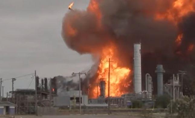 שריפת ענק בטקסס: אלפים פונו בעקבות פיצוץ במפעל