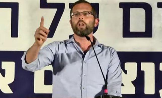 """ישראל גנץ בהפגנת התמיכה בנתניהו: """"זה צדק?"""""""