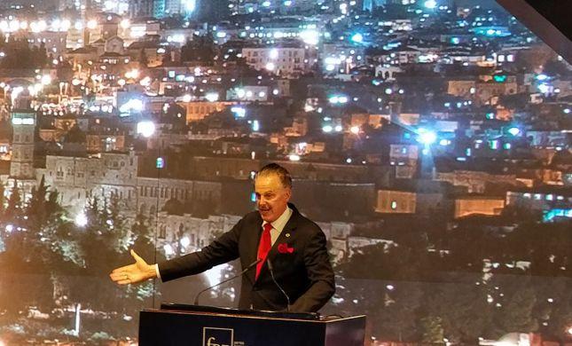 מייק אוונס רומז: בקרוב עוד הפתעה שתשמח את ישראל