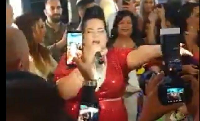 """""""באסה סבבה"""": נטע הפתיעה זוג בחתונה בדרום. צפו"""