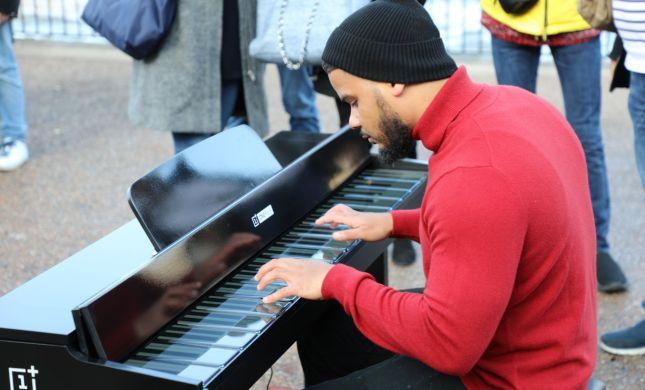 צפו: איך נשמע פסנתר שמורכב מ-17 סמארטפונים?