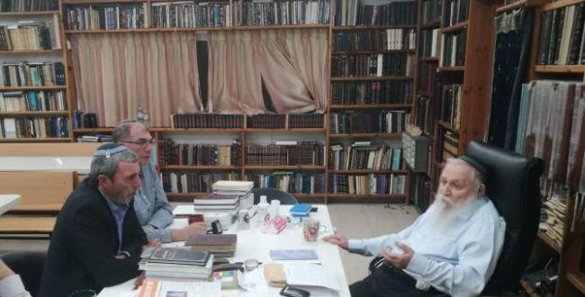 רגעי הכרעה: הרב רפי פרץ בהתייעצות עם הרב דרוקמן