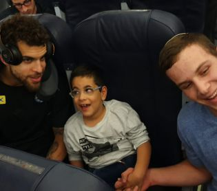 חדשות ספורט, מבזקים, ספורט מרגש: קפטן מכבי שימח את הילד אוהד הקבוצה