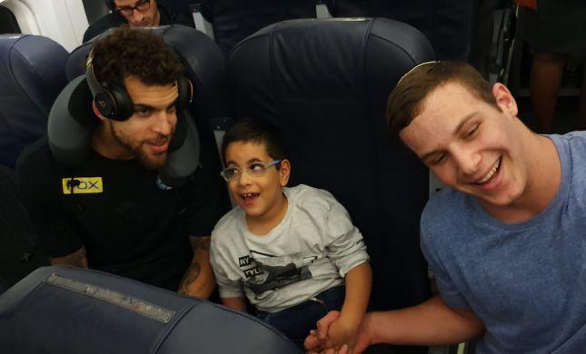מרגש: קפטן מכבי שימח את הילד אוהד הקבוצה