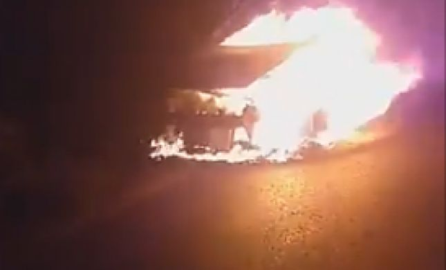 """טרור: פלסטינים השליכו בקת""""ב, הנוסעים נמלטו"""
