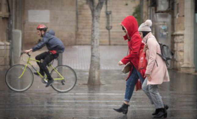 """קור, רוחות וגשמים: תחזית מזג האוויר לסופ""""ש"""