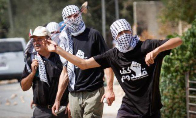 תוך דקות- שני פיגועים: אוטובוס יהודי נרגם באבנים