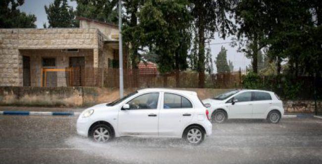 """הטמפרטורות צונחות, הגשם חוזר: תחזית מזג האוויר לסופ""""ש"""