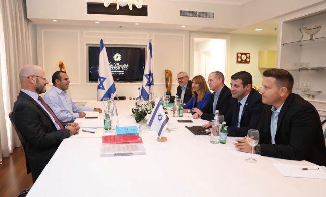 התקדמות משמעותית בין כחול לבן לישראל ביתנו