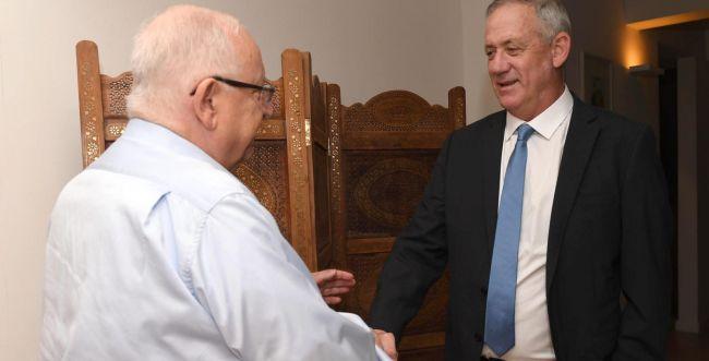 """גנץ נפגש עם הנשיא: """"אעשה הכל למנוע בחירות"""""""