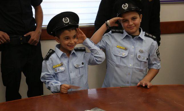 צפו: חלומם להיות שוטרים ליום אחד התגשם