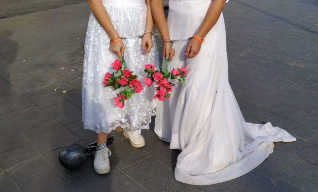 עם שמלות כלה ואזיקים: מפגן הזעקה בירושלים