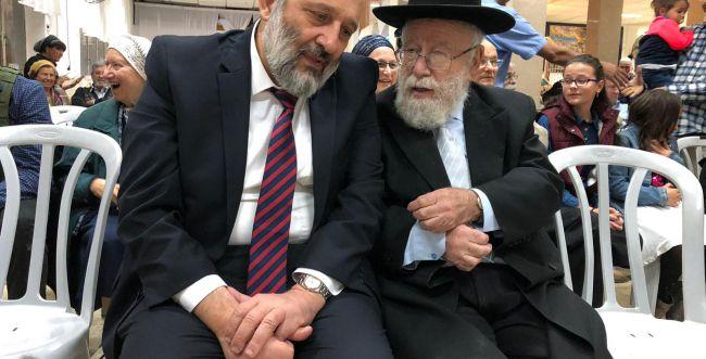 דרעי בחברון: נתניהו חייב להמשיך, עם ישראל זקוק לו
