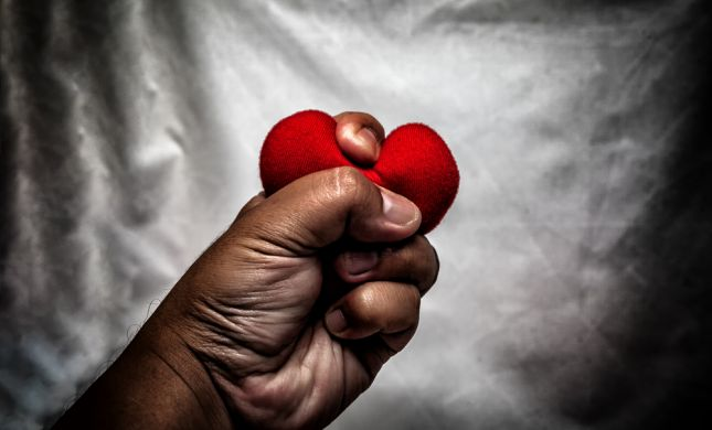 אל תתעלמי: 7 סימנים שיעזרו לך לזהות גבר אלים