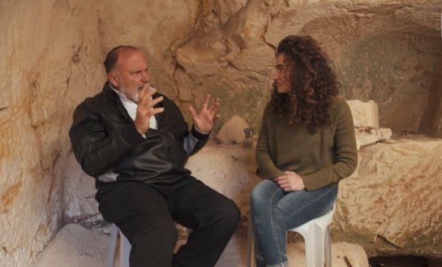צפו: הירושלמי שגילה מערת קבורה עתיקה מתחת לביתו