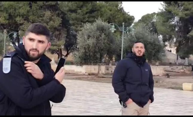 צפו: איש וואקף מקלל את יהודה גליק בהר הבית