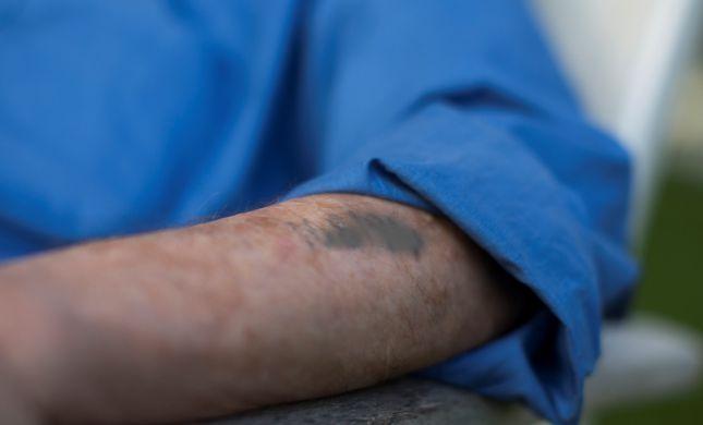 בלי בושה: שדדה עשרות אלפי שקלים מניצול שואה