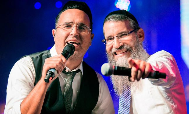 צפו: המחווה המרגשת של יעקב שוואקי לאברהם פריד