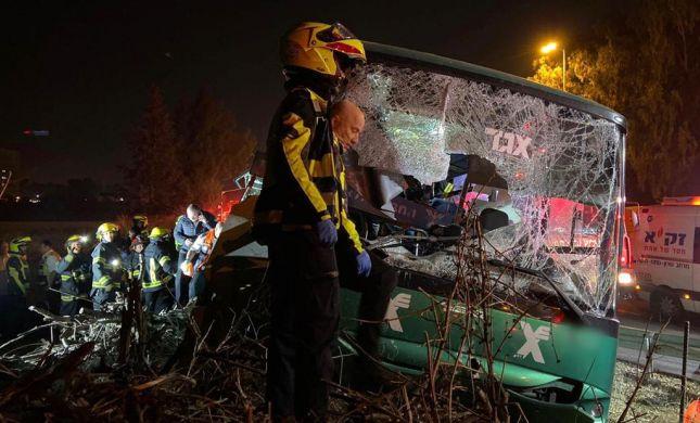 """התנגשות האוטובוס ליד נתב""""ג: נקבע מותם של 4 פצועים"""