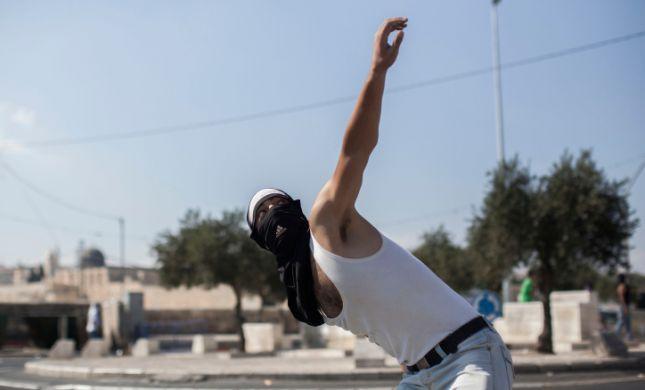 """פיגועי אבנים ביו""""ש; ערבי הורד מאוטובוס באריאל"""
