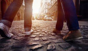 יהדות, פרשת שבוע פרשת וישלח: יעקב מול עשיו, ההליכה מול הדילוג