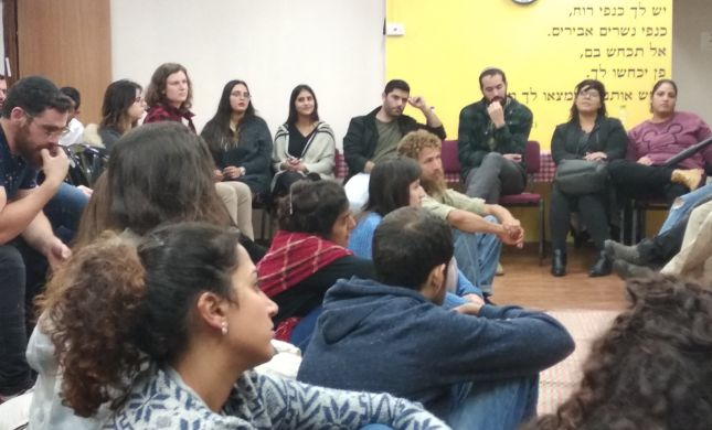עם הפנים קדימה: מתחברים לזהות היהודית שבנו