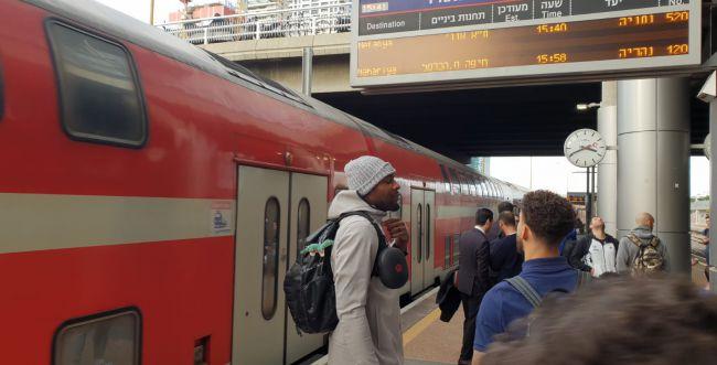 """צעד וחצי מעל כולם: מכבי ת""""א נסעה למשחק ברכבת"""